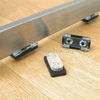 Viltglijders rechthoekig, voor metalen strip 10mm - Floorfriendly.nl
